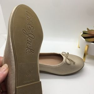 Cat & Jack Shoes - Cat & Jack girls gold flats NWOT